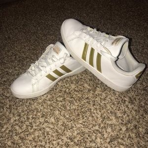 Gold adidas neo cloud